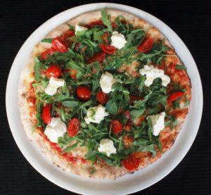 Sfarinando pizza stracchino rucola pomodoro